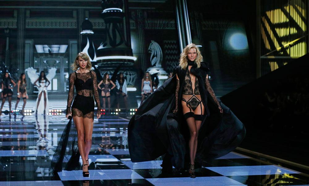 Taylor Swift Rocks Lingerie for Victoria's Secret Fashion Show